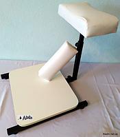 Подставка для педикюра с полочкой для ванночки+валик для маникюра.