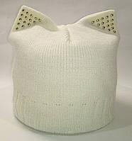 Женская вязаная шапка с кошачьими ушками. Цвет: заварной крем.