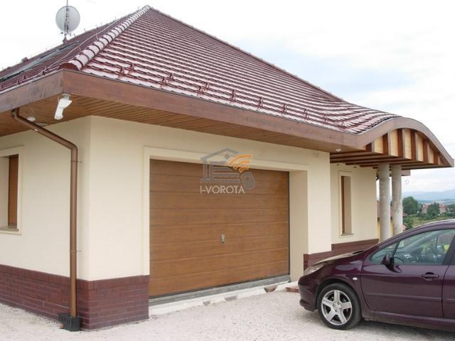 гаражные ворота из дерева