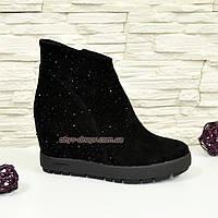 """Зимние замшевые черные женские ботинки декорированы камнями. ТМ """"Maestro"""""""