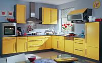 Большая и просторная Г образная желтая кухня