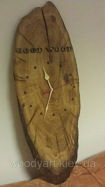 Часы из дерева с объемным текстом