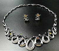 Колье фирмы Xuping. Цвет серебряный. Камни:  циркон разных цветов. Длина: 40-43 см Ширина: 35 мм.