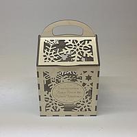 Подарочная коробка под конфеты. Размер 13х13х21 см.