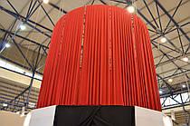 Драпировка высокой круглой конструкции красной Стрейч тканью для создания объёма.