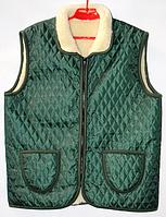 Теплая жилетка из овечьей шерсти с воротником зеленая