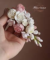 """""""Зефирно-карамельная нежность"""" заколка с цветами из полимерной глины. Подарок девушке на 8 марта"""