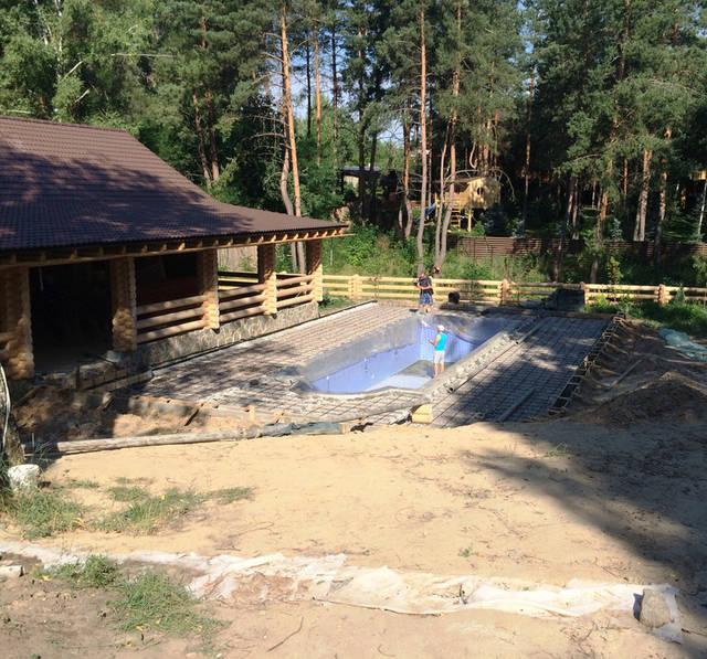 Плавательный внешний бассейн с. Гореничи 17