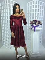 Велюровое платье с плиссированной юбкой и открытыми плечами 93355