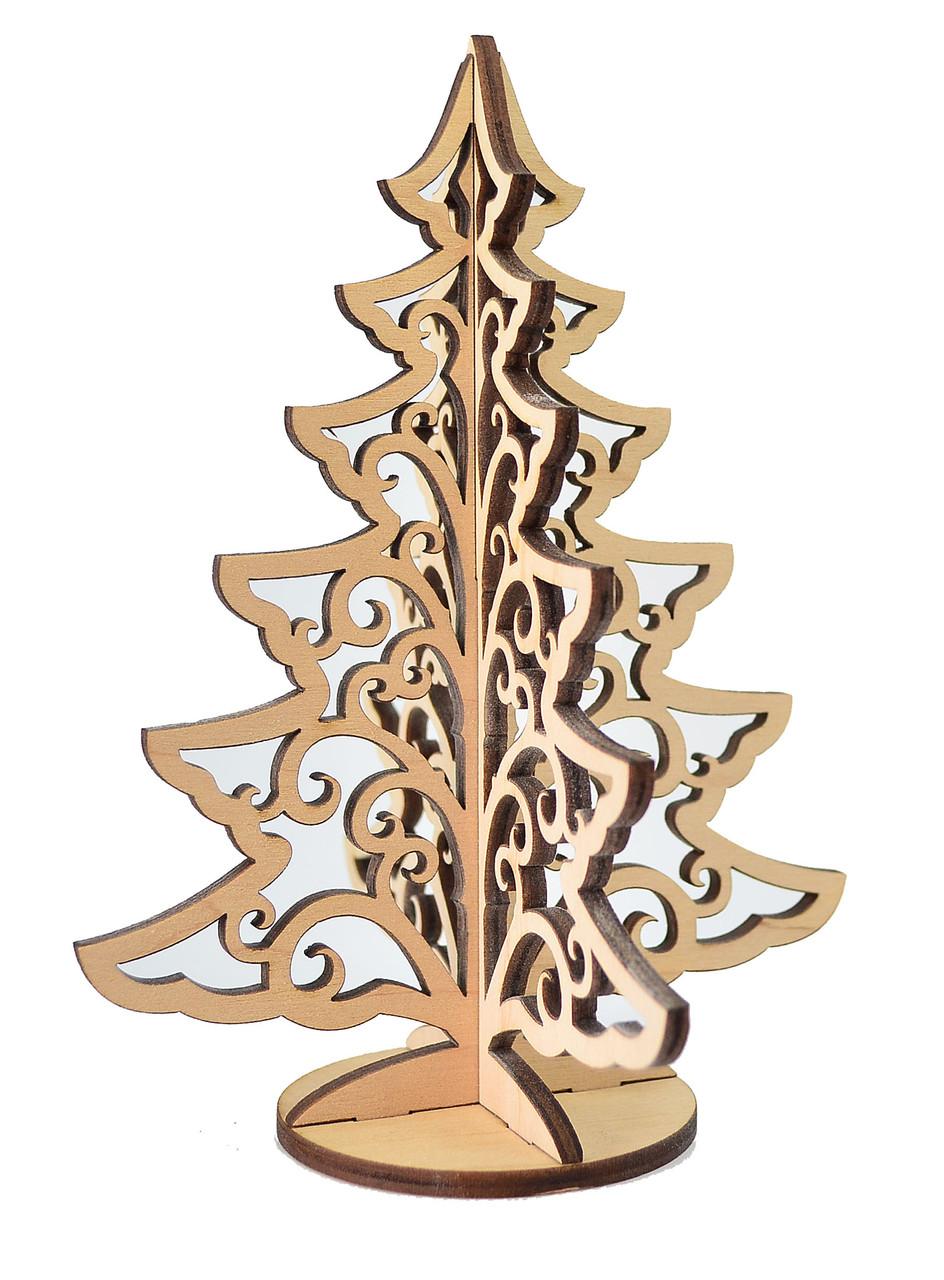 Деревянная ёлка с узором на подставке