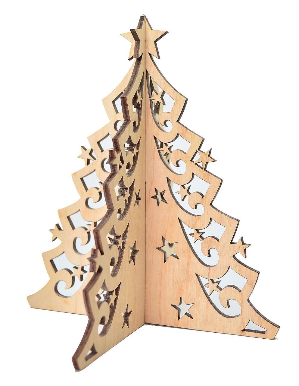 Деревянная ёлка с узором и звёздами на подставке