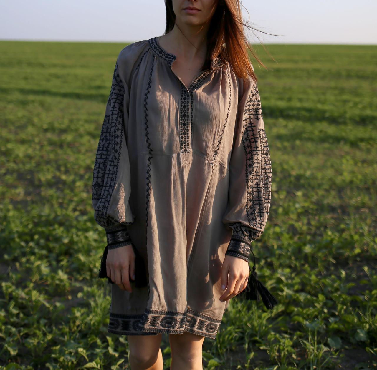5f36e3a39f39e7 Вишите плаття сірого кольору з машинною вишивкою: продажа, цена в ...