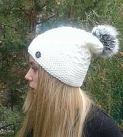 Женская шапка белая с бубоном,шерстяная