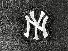 Нашивка New York колір чорно білий 40х40мм