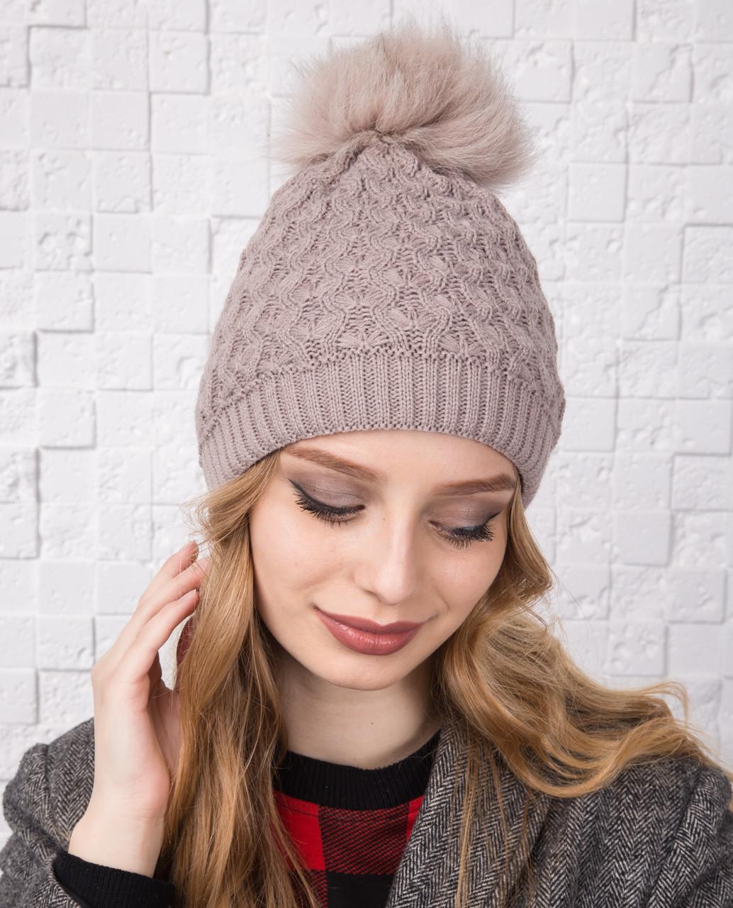 Вязанная женская шапка с меховым помпоном на зиму - Арт 12А (кремовый)
