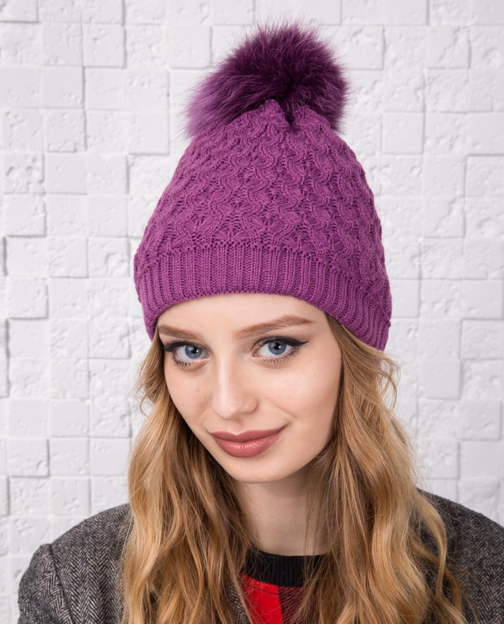 Вязанная женская шапка с меховым помпоном на зиму - Арт 12А (фиолет)