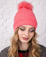 Вязанная женская шапка с меховым помпоном на зиму - Арт 12А (пудра)