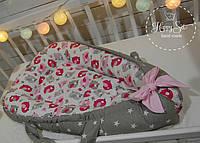Кокон-позиціонер для новонароджених+ортопедична подушечка в в рожево-сірих тонах 1346