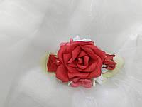 Заколка для волос из цветов красная