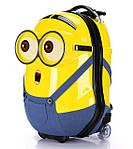 Детский дорожный чемодан на колесах - игрушка или необходимый предмет?