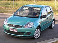 Лобовое стекло на Ford Focus с местом под зеркало и окошком под VIN (2006-2011)