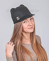 Шляпка с ушками и брошкой Шанель