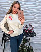 Женский свитер с жемчужинами и цветными пайетками