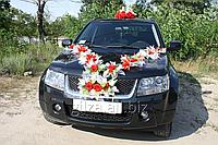 Украшение автомобиля - волна цветов на капот и голуби на крышу авто