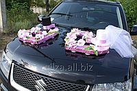 Сердца из цветов и цилиндров на капот автомобиля