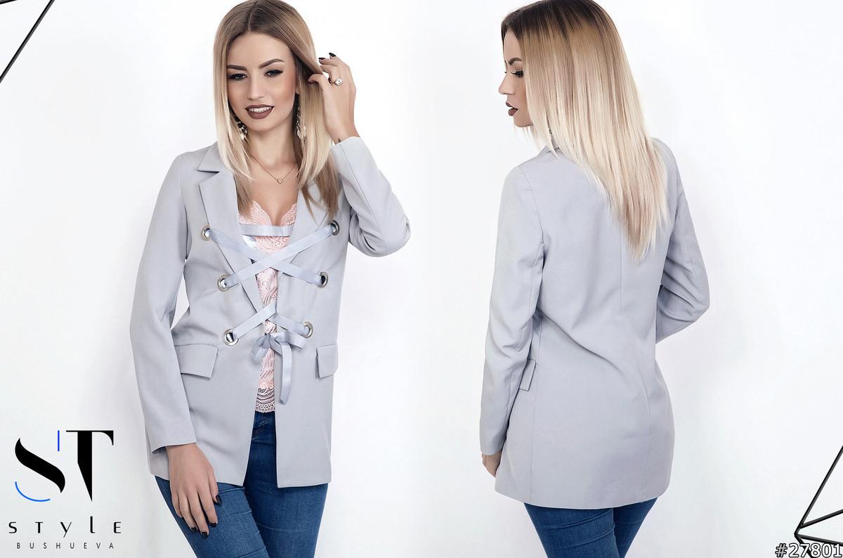 Пиджак на люверсах с атласной лентой.