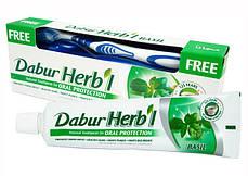 Зубная паста с базиликом Dabur + зубная щетка, 150 г