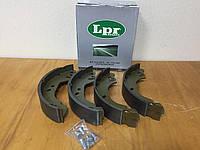 Тормозные колодки барабанные (задние) на Форд Транзит R14 1991-->2001 LPR (Италия) 07410