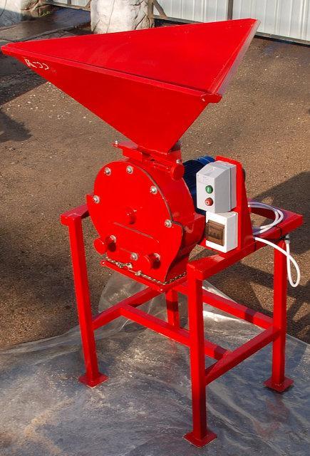 Зернодробилка универсальная ДКУ (измельчитель зерна, кукурузи, сена, соломы) 5,5 кВт, до 750 кг/час