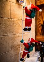 Фигуры Деда Мороза 30 см на лестнице несут подарки