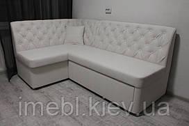 Білий кухонний куточок зі спальним місцем