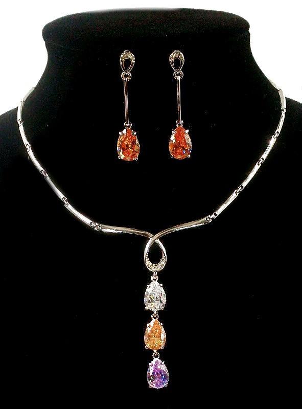 Колье фирмы Xuping. Цвет серебряный. Камни: циркон разных цветов. Длина: 42-44 см Ширина: 75 мм.