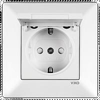 Розетка с заземлением с крышкой со шторками белая Viko Meridian 90970012-WH