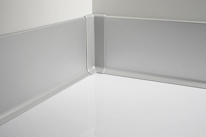 Металлический плинтус Profilpas Metal Line 90/7 анодироованный алюминий, серебро 10*70*2000 мм.