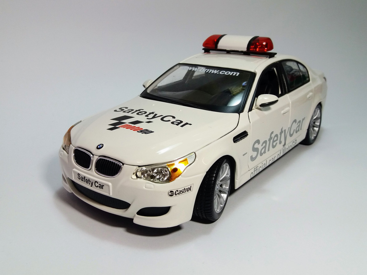 Автомодель BMW M5 Safety Car белый (1:18) MAISTO