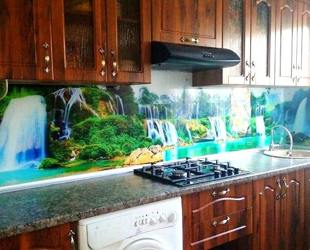 Фартук для кухни из стекла с изображением озера с водопадом