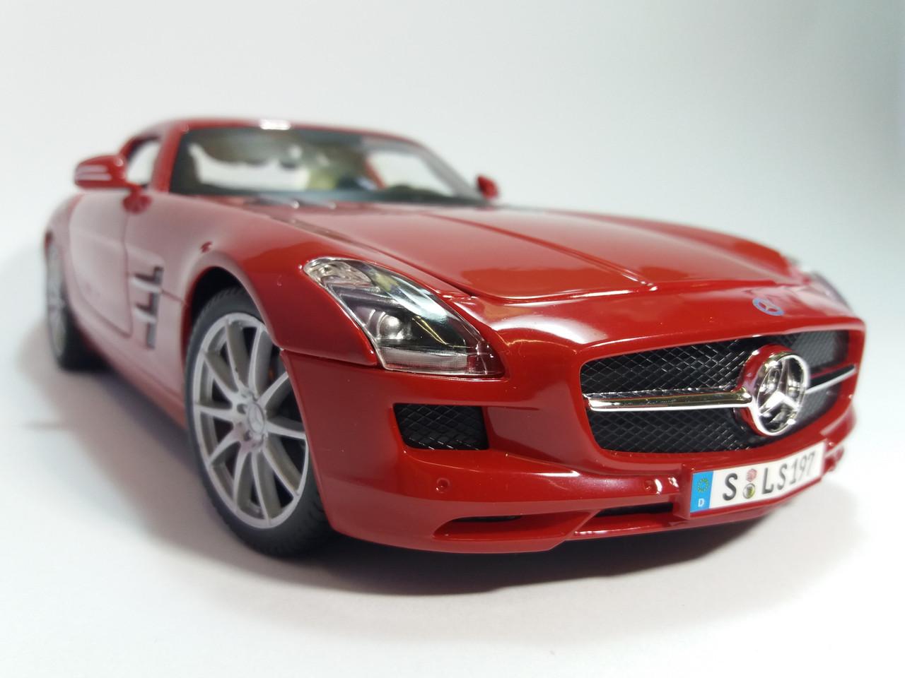 Автомодель Mercedes-Benz SLS AMG (1:18) красный металлик MAISTO