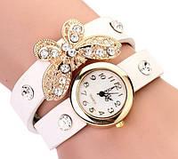 Часы-браслет на кожаном ремешке