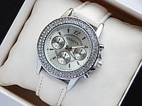 Женские наручные часы Geneva на кожаном ремешке белого цвета