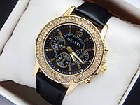 Женские наручные часы Geneva на черном кожаном ремешке, стразы вокруг циферблата, фото 1