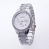 Женские кварцевые наручные часы Geneva серебристые с металлическим ремешком и камушками