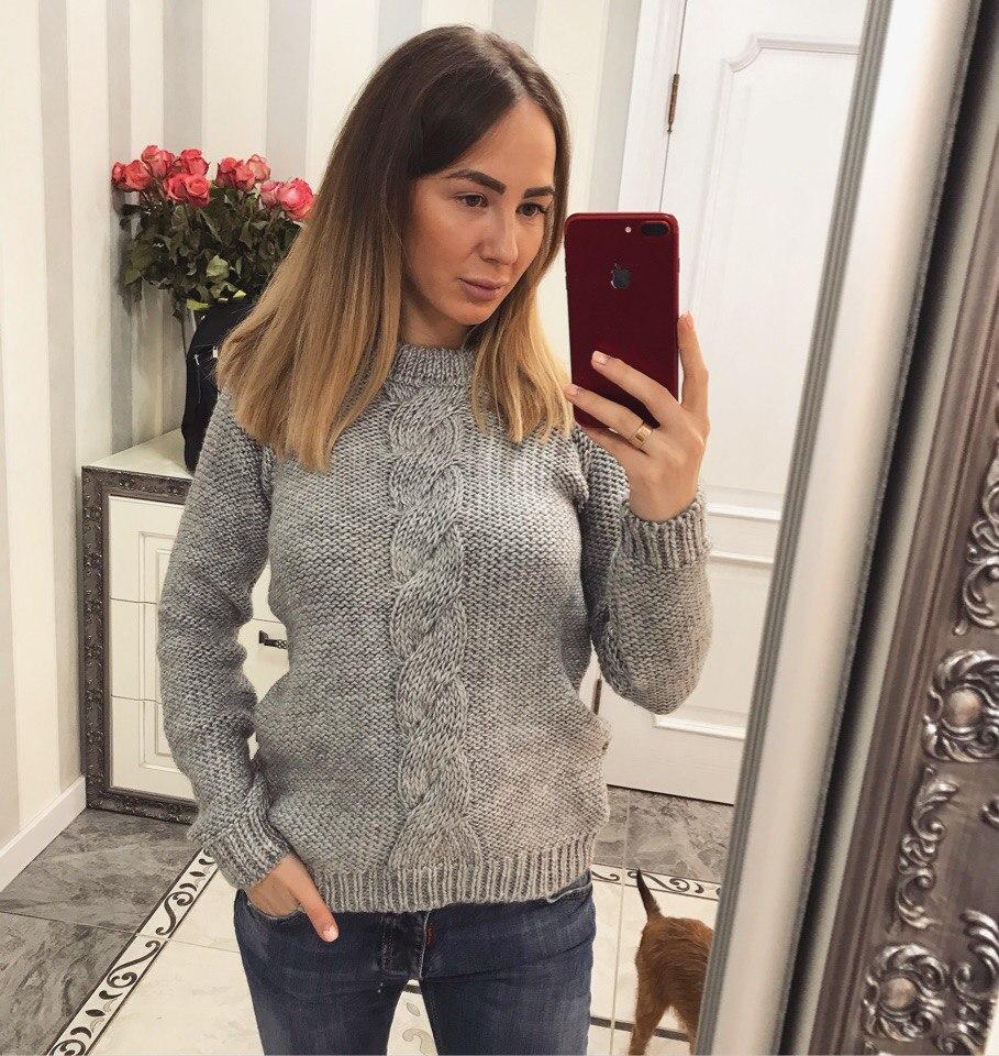 Модный женский свитер с красивой спинкой
