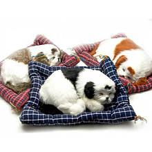 Мягкий спящий щенок на коврике
