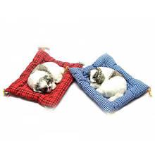 Щенок на коврике спящий мягкий