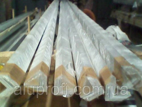 Уголок алюминиевый 35х35х4 мм АД31Т