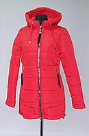 Женская демисезонная куртка  красного цвета